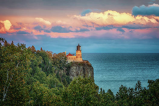 Susan Rissi Tregoning - Split Rock Lighthouse at Sunset