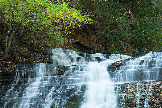 Streaming Water Falls by Dale Powell