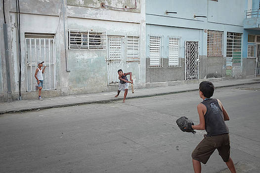 Streetball in Havana by Mark Duehmig