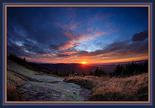Sunrise in a matching colorful frame by Tin Tran