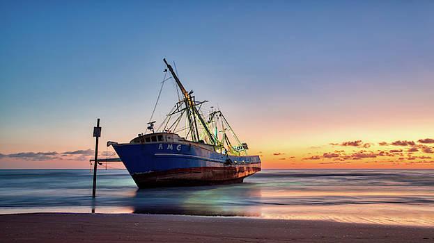 Sunrise Shriming by Dillon Kalkhurst