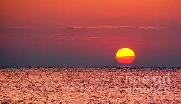 Sunrise Thailand by Ian Gledhill