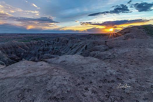 Sunset over the Badlands by Linda Burek