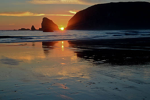 Sunset over the Brookings, Oregon Pacific Coast by David Crockett