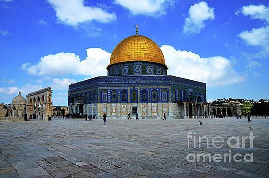 Temple Mount 4 by Del Art