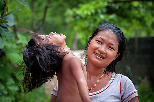 Thai Mother and Daughter by Lee Craker