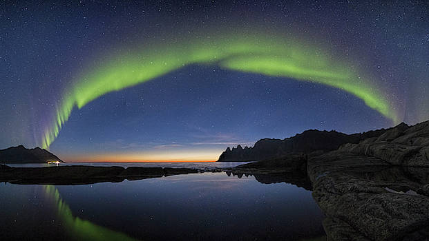 The arch over Wolf's Jaws by Frank Olsen