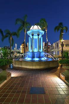 Robert VanDerWal - The Broadway Fountain