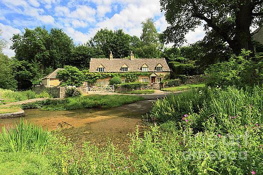 The river Eye at Upper Slaughter village by Dave Porter
