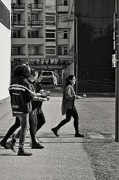 Michael Nguyen - The women are looking for a sunny place for their lunch