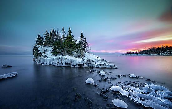 Tombolo / Lake Superior, Minnesota  by Nicholas Parker