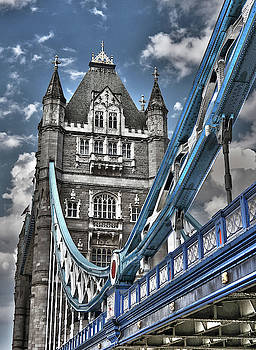 Tower Bridge by Juergen Weiss