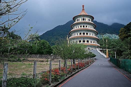 Tran san shenyu temple by Russ Barneveld