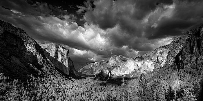 Tunnel View Panorama by Andrew Soundarajan