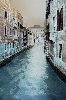 Venetian small canal by Lutz Roland Lehn