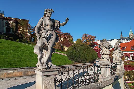 Jenny Rainbow - Venus Statue in Vrtba Garden