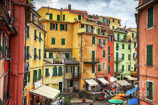Wayne Moran - Vernazza Cinque Terre Strolling into Town