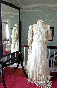 Sharon Williams Eng - Victorian Wedding Dress 300 Watercolor