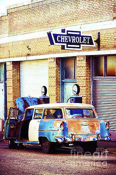 Tatiana Travelways - Vintage Chevrolet in Bisbee, Arizona