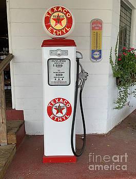 Dale Powell - Vintage Texaco Gas Pump in Beaufort SC