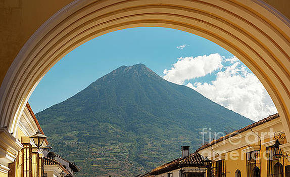 Tim Hester - Volcan De Agua Antigua Guatemala