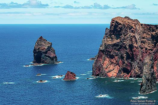 Volcanic Rock Cliffs by Fabio Gomes Freitas