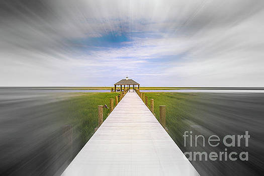 Walk the Pier by Raul Rodriguez