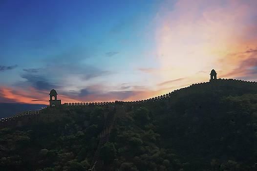 Walls and turrets  of  Amber Fort  by Steve Estvanik