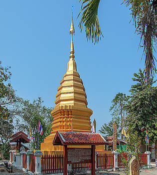 Wat Pa Chai Mongkhon Phra Chedi DTHLA0128 by Gerry Gantt