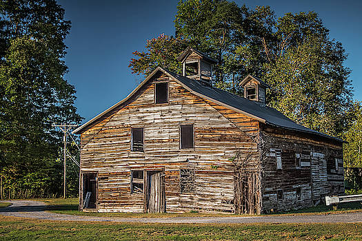 West Virginia Barn by Guy Whiteley
