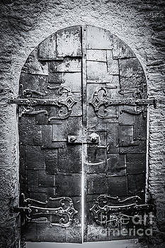 Lisa Lemmons-Powers - What is Behind The Door