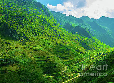 Asia Visions Photography - Winding roads of Dong Van
