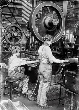 Daniel Hagerman - WOMEN AT WORK DURING WORLD WAR 1 - DETROIT c. 1918