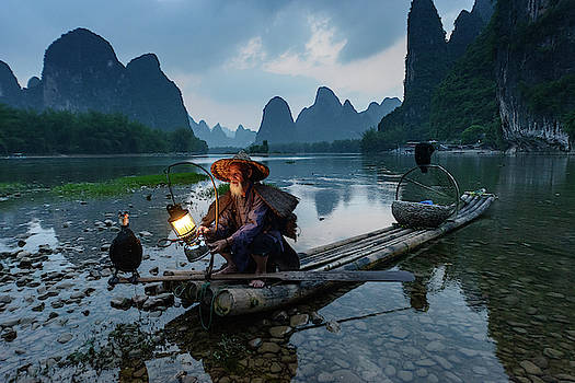 Xingping Fisherman by Ian Robert Knight
