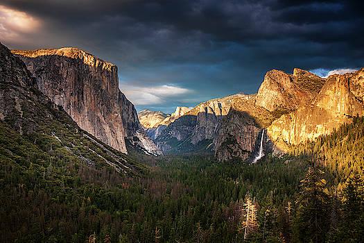Yosemite Evening Light by Andrew Soundarajan