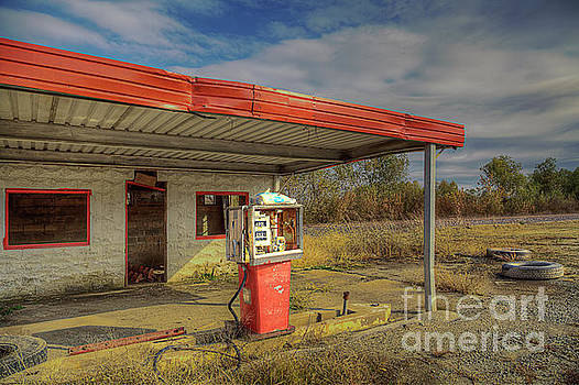 Larry Braun - Abandoned Country Gas Station