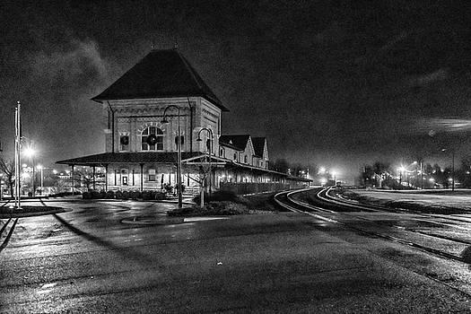 Sharon Popek - Bristol Train Station at Night Black and White
