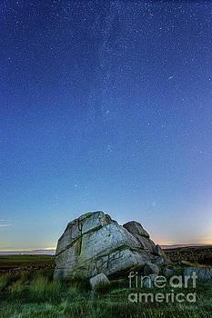 Mariusz Talarek - Hitching Stone at night