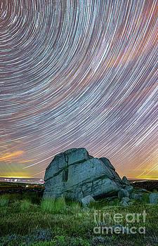 Mariusz Talarek - Star trails by the Hitching Stone