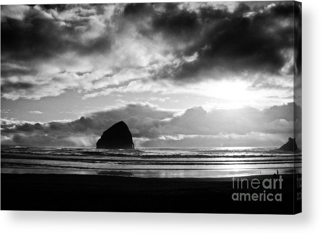 Seascape Acrylic Print featuring the photograph Golden Sunset 5mbwx by Earl Johnson