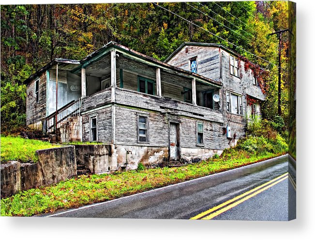 West Virginia Acrylic Print featuring the photograph Hanging In by Steve Harrington
