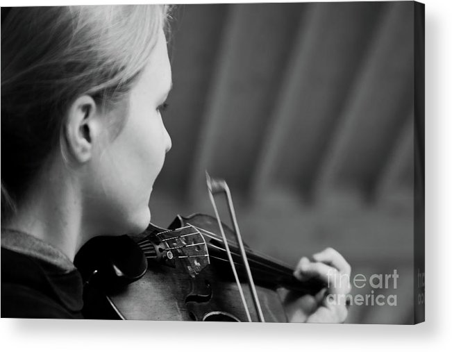 Fiddle Acrylic Print featuring the photograph Fiddler Under The Roof by Pit Hermann