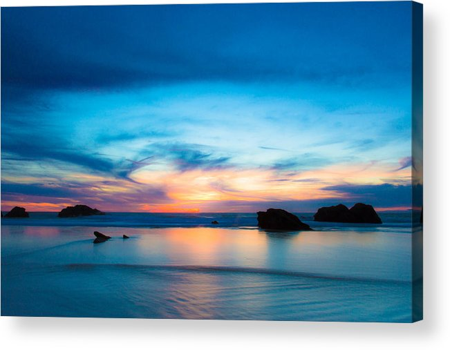 Figures Acrylic Print featuring the photograph Traveling The Infinite by Edgar Laureano