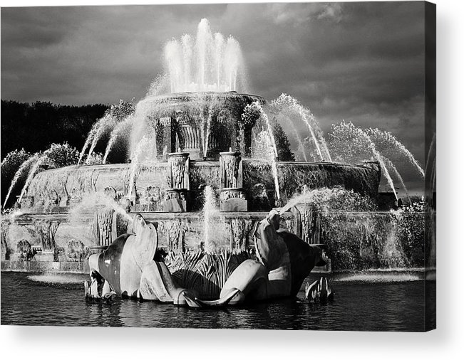 Black And White Acrylic Print featuring the photograph Buckingham Fountain by Laura Kinker