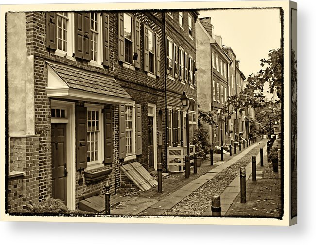 Philadelphia Acrylic Print featuring the photograph Elfreths Alley by Jack Paolini