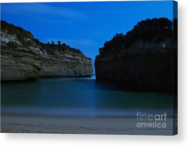 Twelve Apostles Acrylic Print featuring the photograph Loch Ard Gorge Under The Moonlight by Hideaki Sakurai