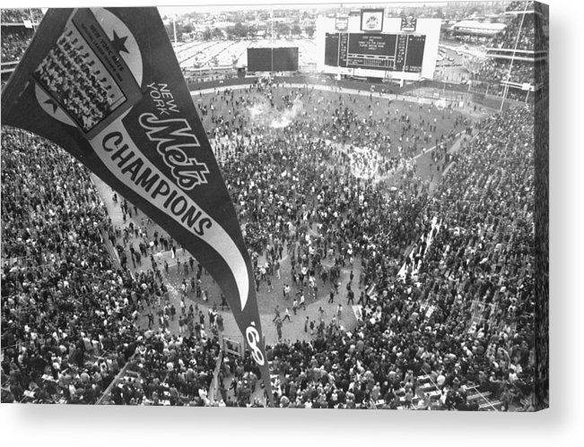 American League Baseball Acrylic Print featuring the photograph New York Mets Defeat The Baltimore by New York Daily News Archive