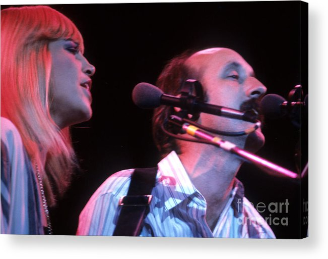Peter Paul And Mary Acrylic Print featuring the photograph Mary Travers And Peter Yarrow by David Bishop