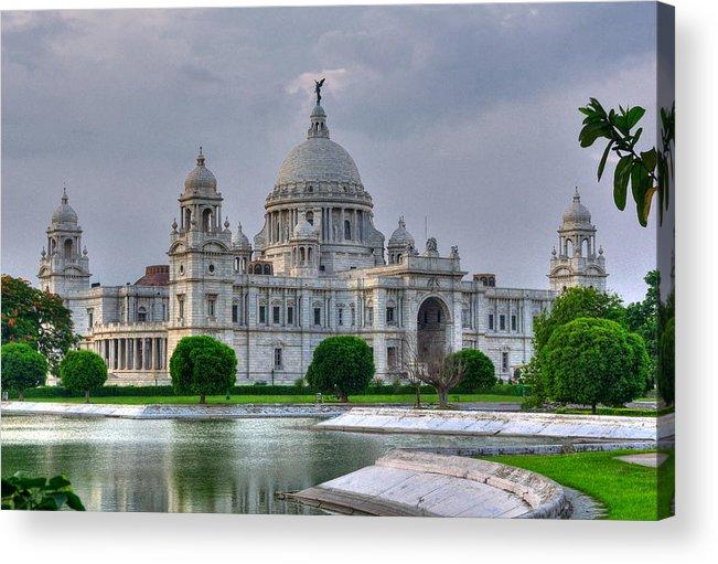 Victoria Memorial Hall Acrylic Print featuring the photograph Victoria Memorial Hall Calcutta Kolkata by Srijan Roy Choudhury