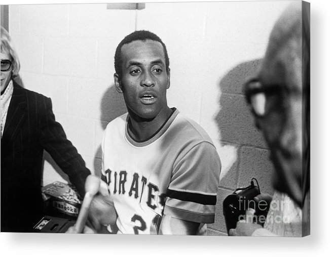 People Acrylic Print featuring the photograph Roberto Clemente by Morris Berman